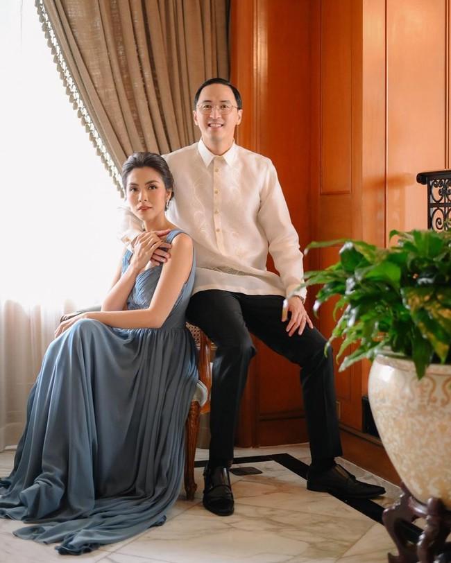 Hiếm hoi khoe ảnh chụp chung cùng vợ, ông xã doanh nhân của Tăng Thanh Hà lại khiến dân tình ghen tị vì thể hiện hành động tình cảm này - Ảnh 1.