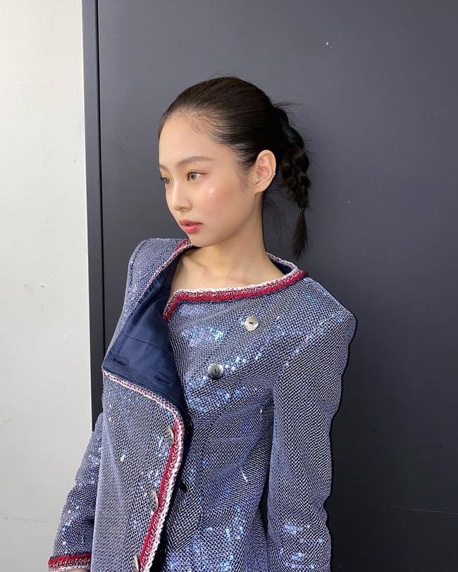 Tóc tết một đuôi sam rất trẻ trung lãng mạn chứ không hề sến, loạt mỹ nhân Việt - Hàn ai diện cũng đẹp - Ảnh 8.