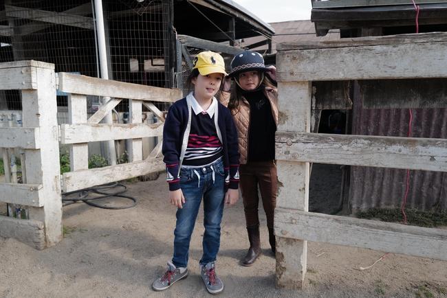 Chăm con mùa dịch kiểu nhà giàu: Diva Hồng Nhung mất hết show vẫn cho con sang Mỹ trải nghiệm môn thể thao đẳng cấp đại gia - Ảnh 7.