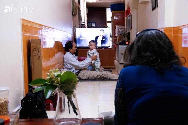 Căn gác nhỏ trên phố cổ Hà Thanh: Nơi người phụ nữ chẳng thể bước đi trên đôi chân của mình sống lạc quan yêu đời với đôi tay khéo léo trời ban - Ảnh 4.