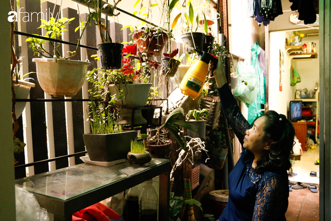 Căn gác nhỏ trên phố cổ Hà Thanh: Nơi người phụ nữ chẳng thể bước đi trên đôi chân của mình sống lạc quan yêu đời với đôi tay khéo léo trời ban - Ảnh 8.