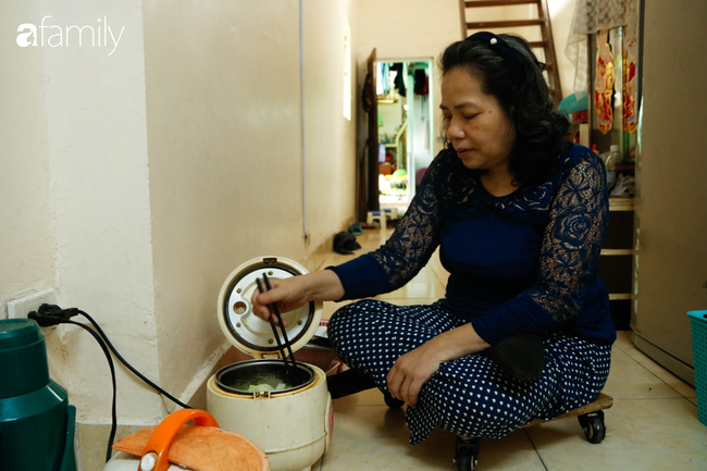 Căn gác nhỏ trên phố cổ Hà Thanh: Nơi người phụ nữ chẳng thể bước đi trên đôi chân của mình sống lạc quan yêu đời với đôi tay khéo léo trời ban - Ảnh 10.