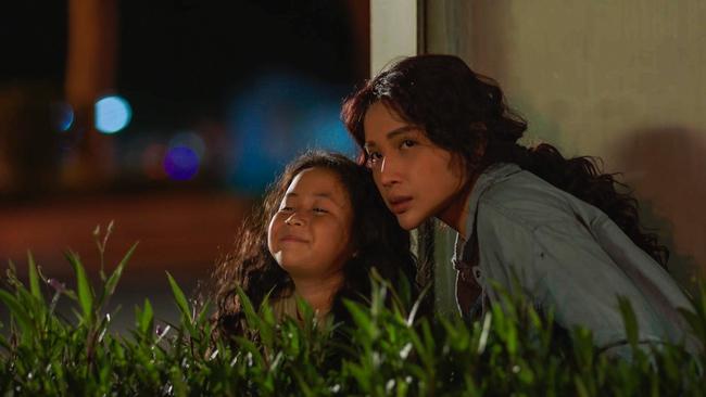 """""""Nắng 3"""" của Khả Như - Kiều Minh Tuấn: Chuyện mẹ con lừa đảo cảm động, xem ổn nhưng """"hơi thừa"""" nước mắt  - Ảnh 9."""