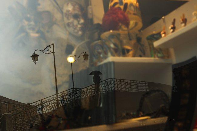Chùm ảnh thánh địa tình yêu của nước Ý thời dịch Covid-19: Thành phố tình yêu đánh mất linh hồn khi du khách chạy trốn virus corona - Ảnh 18.