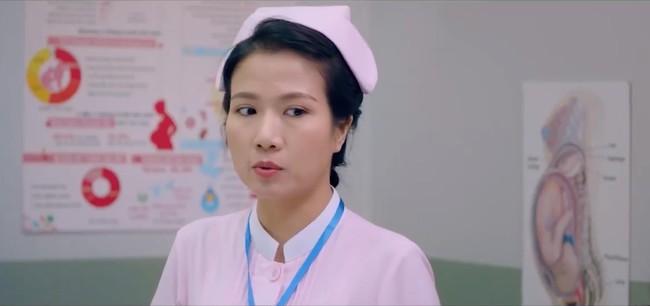 """Hết """"Hậu duệ Mặt trời"""", """"Cua lại vợ bầu"""", Thùy Dương tiếp tục làm y tá trong """"Nắng 3"""" - Ảnh 7."""