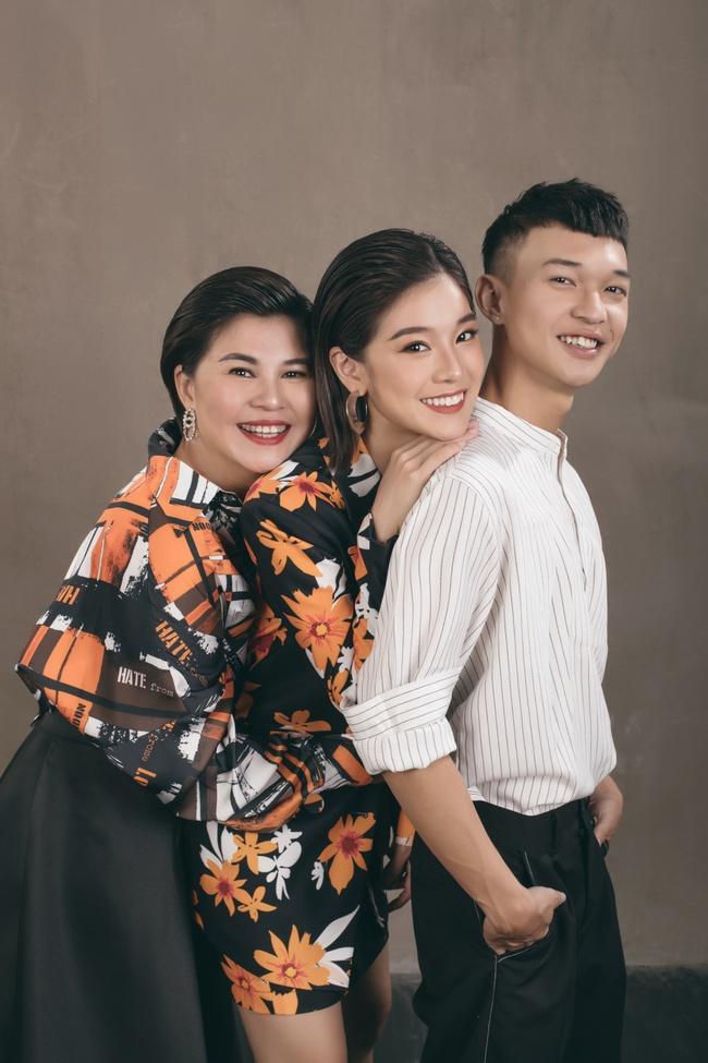 Hoàng Yến Chibi khoe mẹ xinh sang chảnh, tiết lộ em trai vừa đi du học  - Ảnh 7.