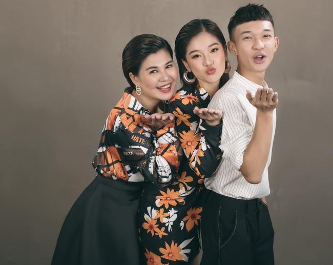 Hoàng Yến Chibi khoe mẹ xinh sang chảnh, tiết lộ em trai vừa đi du học  - Ảnh 5.
