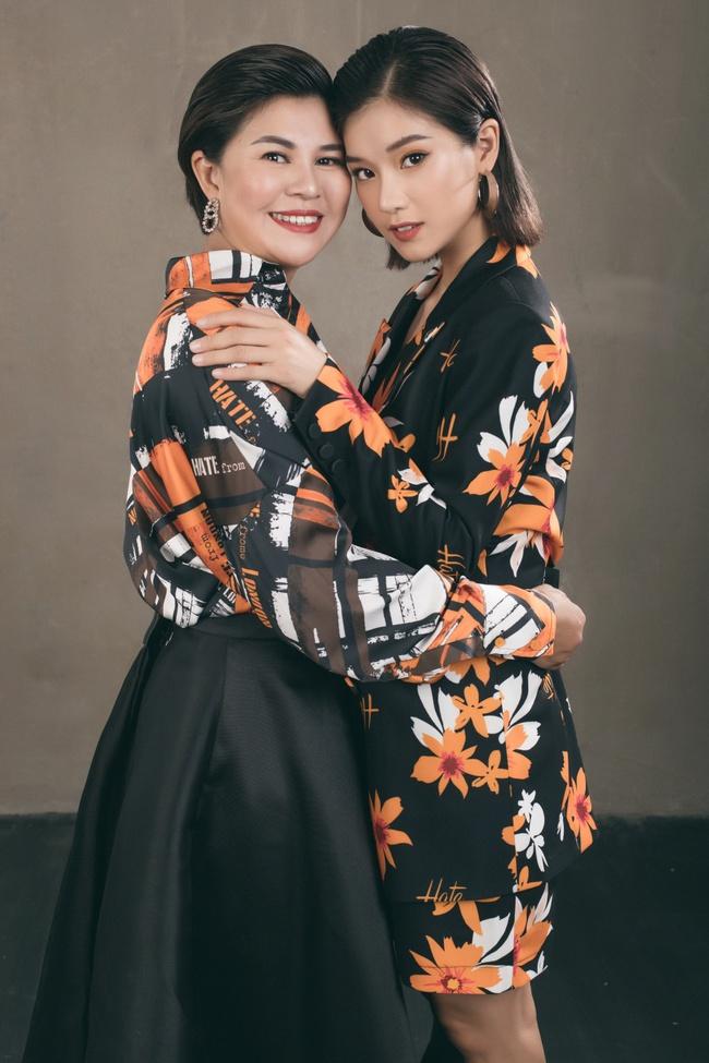 Hoàng Yến Chibi khoe mẹ xinh sang chảnh, tiết lộ em trai vừa đi du học  - Ảnh 9.