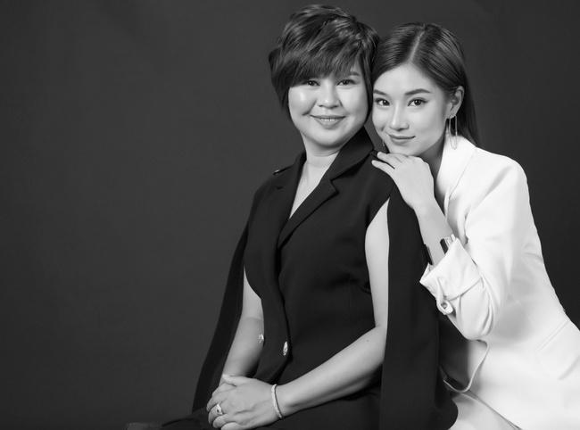 Hoàng Yến Chibi khoe mẹ xinh sang chảnh, tiết lộ em trai vừa đi du học  - Ảnh 4.