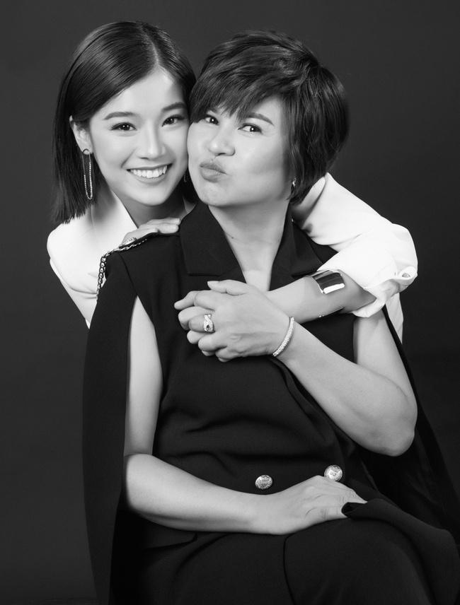 Hoàng Yến Chibi khoe mẹ xinh sang chảnh, tiết lộ em trai vừa đi du học  - Ảnh 3.