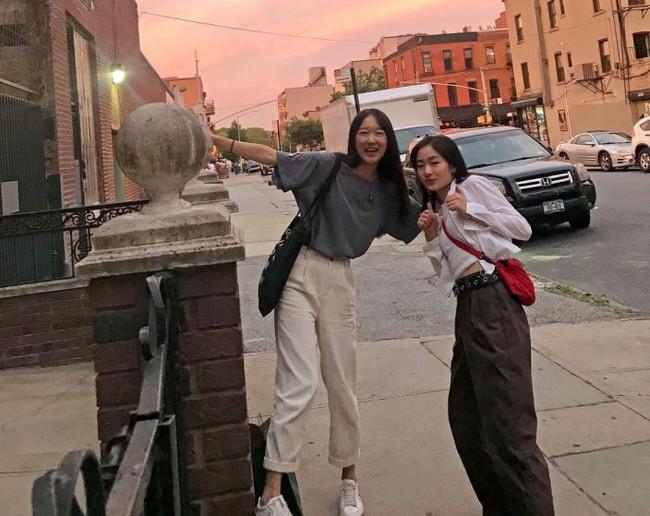 Hai cô gái ghi lại hành trình rời New York trở về Trung Quốc trong bối cảnh dịch Covid-19 cùng những trải nghiệm mong được chia sẻ - Ảnh 1.