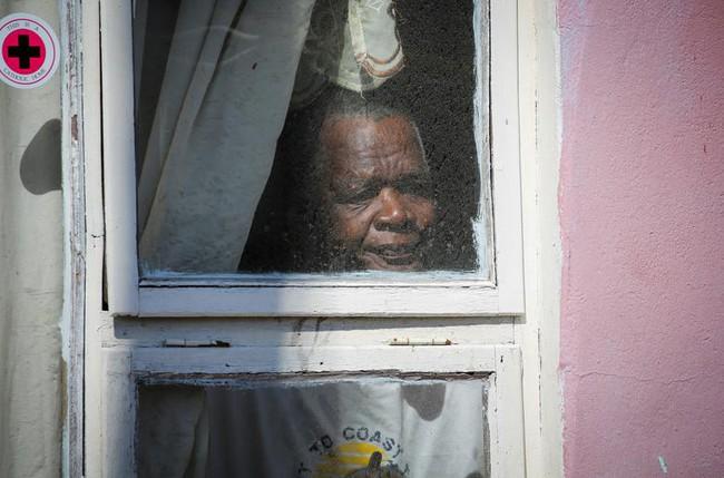 Cuộc sống bên ô cửa sổ, trên ban công, mái nhà thời cách ly tránh Covid-19, tưởng bí bách tù túng nhưng đẹp lạ thường - Ảnh 23.