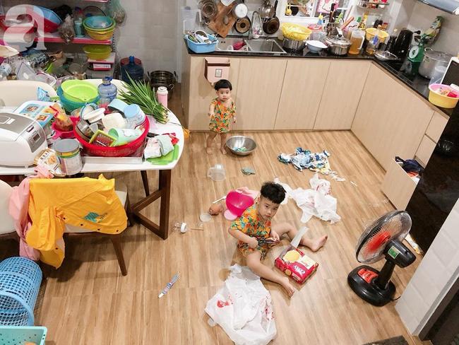 Thay mẹ trông em, bé trai 4 tuổi vào vai siêu nhân chữa vết thương cho em trai và thú cưng bằng băng vệ sinh hàng ngày của mẹ - Ảnh 9.