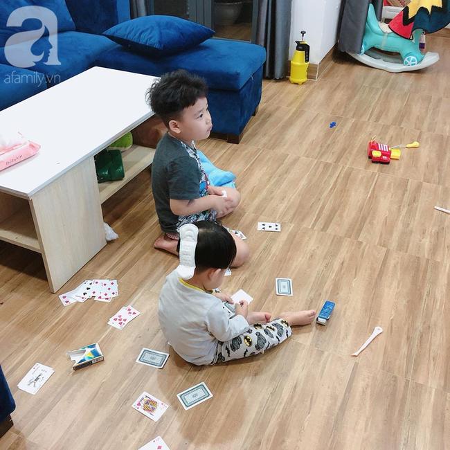 Thay mẹ trông em, bé trai 4 tuổi vào vai siêu nhân chữa vết thương cho em trai và thú cưng bằng băng vệ sinh hàng ngày của mẹ - Ảnh 7.