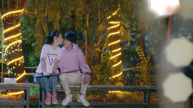 """""""Lê hấp đường phèn"""" tập cuối: Ngô Thiến - Trương Tân Thành hôn nhau, ngọt đến mức tan chảy mọi thứ  - Ảnh 4."""