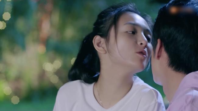 """""""Lê hấp đường phèn"""" tập cuối: Ngô Thiến - Trương Tân Thành hôn nhau, ngọt đến mức tan chảy mọi thứ  - Ảnh 5."""