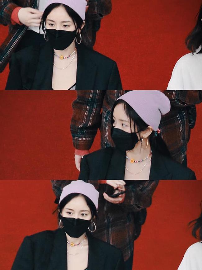 Dương Mịch đi quay show cùng Đặng Luân, đáng chú ý là mang vòng cổ, dùng dây buộc tóc của con gái?  - Ảnh 8.