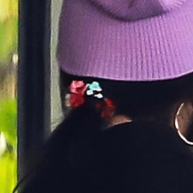 Dương Mịch đi quay show cùng Đặng Luân, đáng chú ý là mang vòng cổ, dùng dây buộc tóc của con gái?  - Ảnh 6.