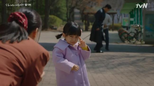 """""""Hi Bye, Mama"""": Kim Tae Hee bị lộ thân phận là hồn ma tái sinh, """"mợ hai"""" cấm cản không cho gặp con gái - Ảnh 5."""