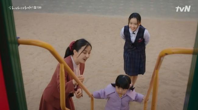 """""""Hi Bye, Mama"""": Kim Tae Hee bị lộ thân phận là hồn ma tái sinh, """"mợ hai"""" cấm cản không cho gặp con gái - Ảnh 6."""
