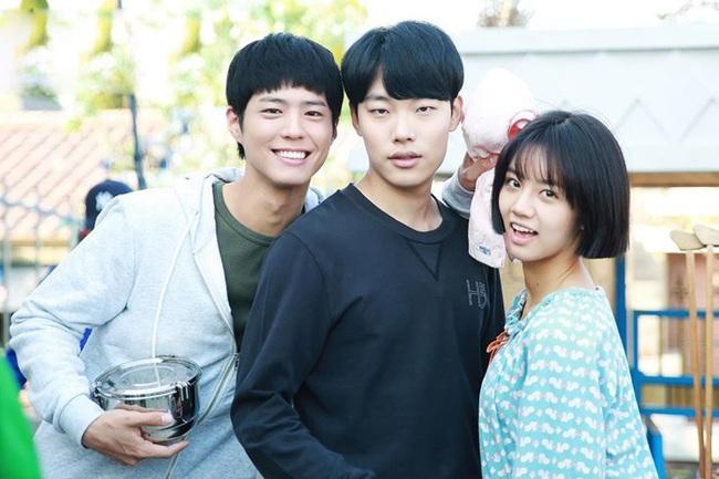 10 mối tình tay ba trong phim Hàn đáng xem mùa dịch: Reply 1988 của Park Bo Gum siêu hay,  - Ảnh 2.
