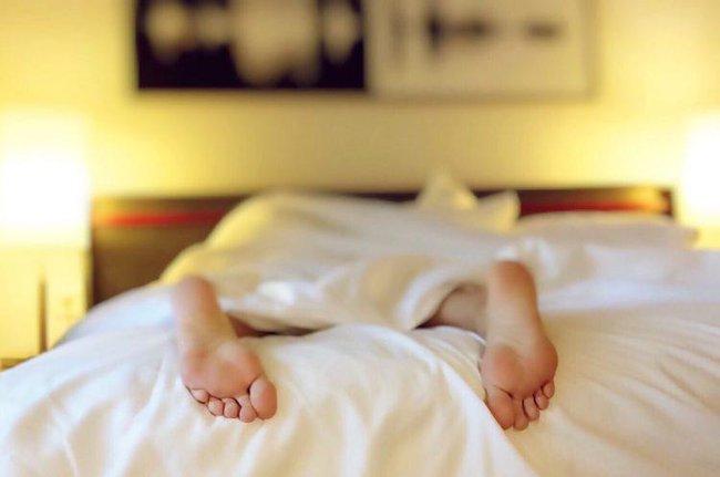 """7 kiểu ngủ thường thấy là """"thủ phạm"""" gây ảnh hưởng  tới sức khỏe nhiều người không hay biết - Ảnh 2."""