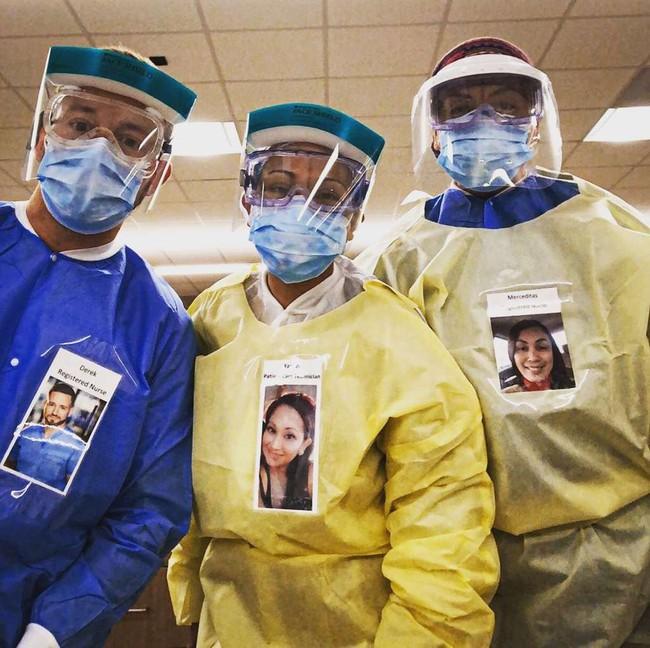 """Các nhân viên y tế đồng loạt dán """"bức ảnh đẹp nhất"""" của mình lên đồ bảo hộ, biết được lý do ai cũng rưng rưng xúc động - Ảnh 2."""