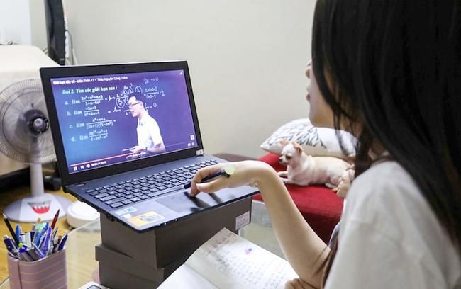 Người lạ vào chửi bậy, quấy rối lớp học online có thể đối mặt với hình phạt gì? - Ảnh 1.