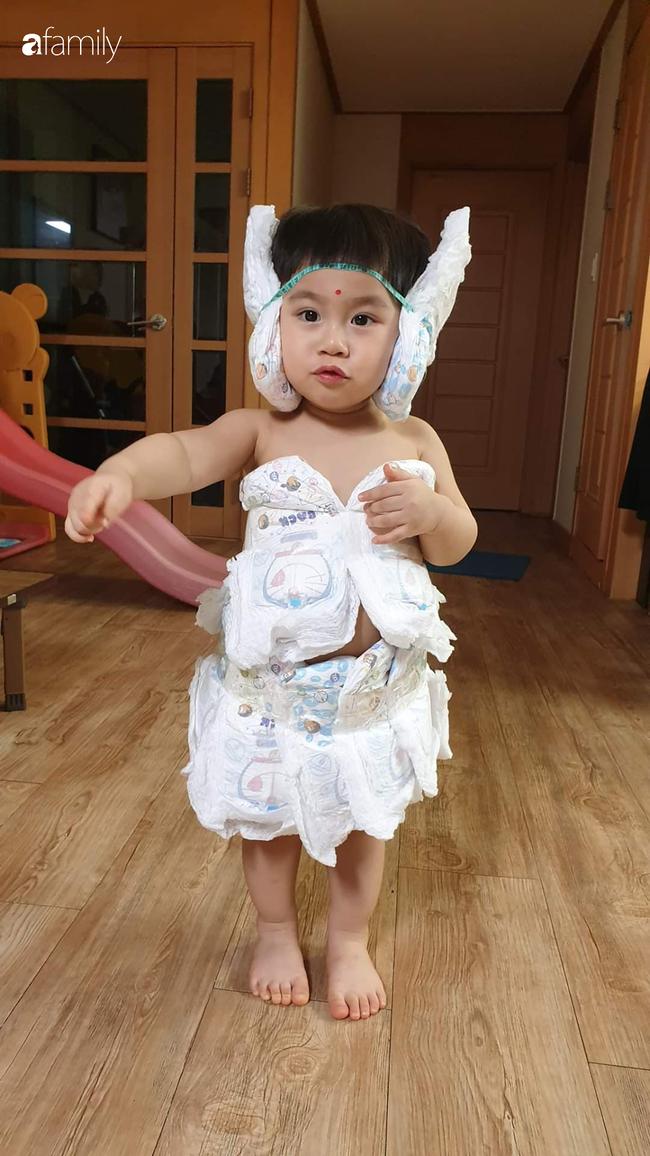 """Mẹ bỉm sữa lấy đồ dùng trong nhà thiết kế 500 bộ trang phục cho con, dân mạng hài hước: """"Hậu quả của việc ở nhà trông con quá lâu"""" - Ảnh 4."""