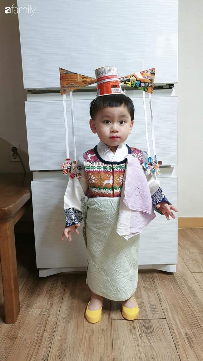 """Mẹ bỉm sữa lấy đồ dùng trong nhà thiết kế 500 bộ trang phục cho con, dân mạng hài hước: """"Hậu quả của việc ở nhà trông con quá lâu"""" - Ảnh 7."""