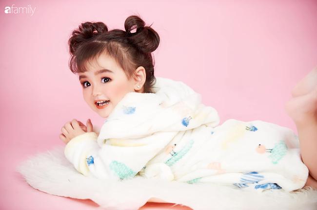 """Ở nhà quá chán, hot mom Hà Nội nảy ra ý định lấy quần đùi của chồng cosplay cho con gái 2 tuổi, không ngờ """"ra lò"""" bộ ảnh đẹp hơn tạp chí - Ảnh 8."""
