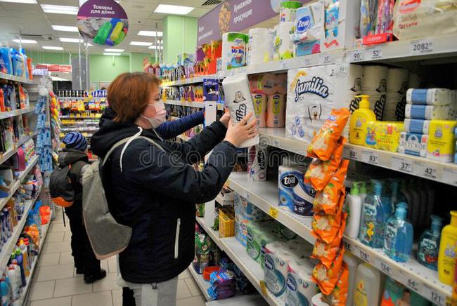 Chán lùng sục giấy vệ sinh để mua tích trữ thì nhiều người lại đổ xô đi mua tông đơ, thuốc nhuộm tóc và lý do gây bất ngờ - Ảnh 2.