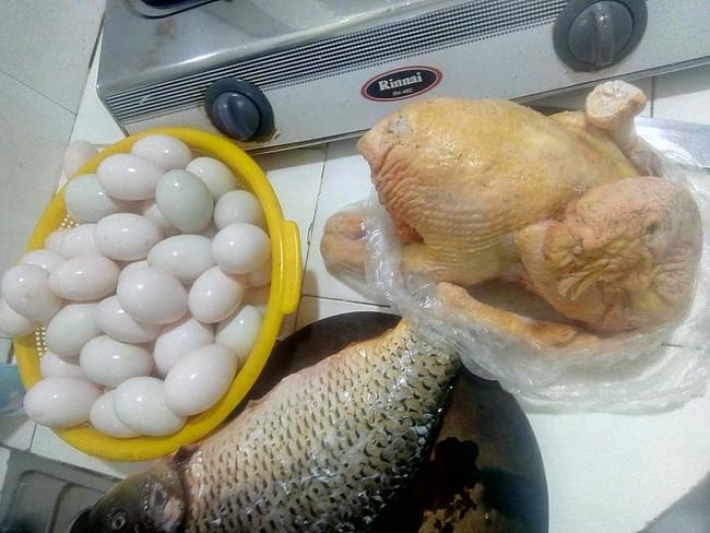 Thực phẩm sạch bố mẹ dưới quê gửi lên cho vợ chồng chị Hân. (Ảnh minh họa)