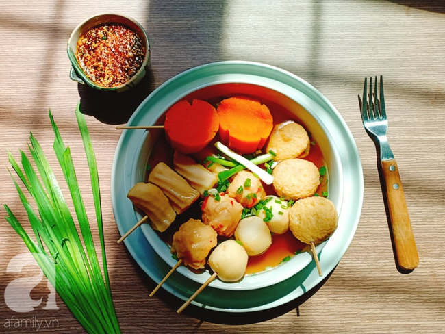 Học người Hàn cách nấu canh chả cá vừa ngon vừa đẹp đổi món cho cả nhà - Ảnh 1.
