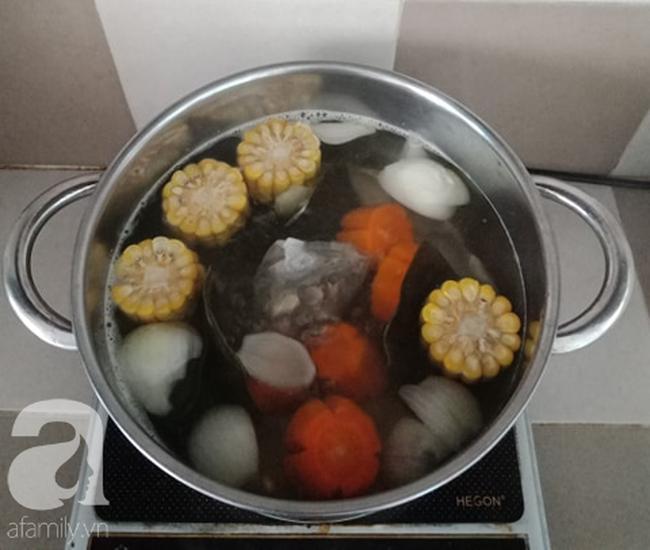 Học người Hàn cách nấu canh chả cá vừa ngon vừa đẹp đổi món cho cả nhà - Ảnh 4.