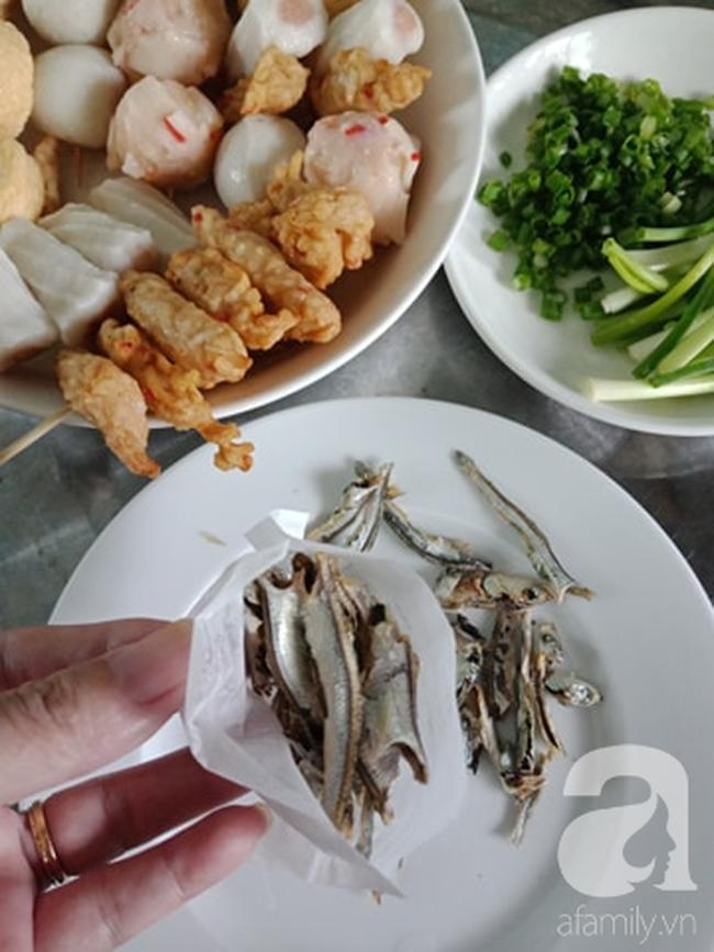Học người Hàn cách nấu canh chả cá vừa ngon vừa đẹp đổi món cho cả nhà - Ảnh 3.