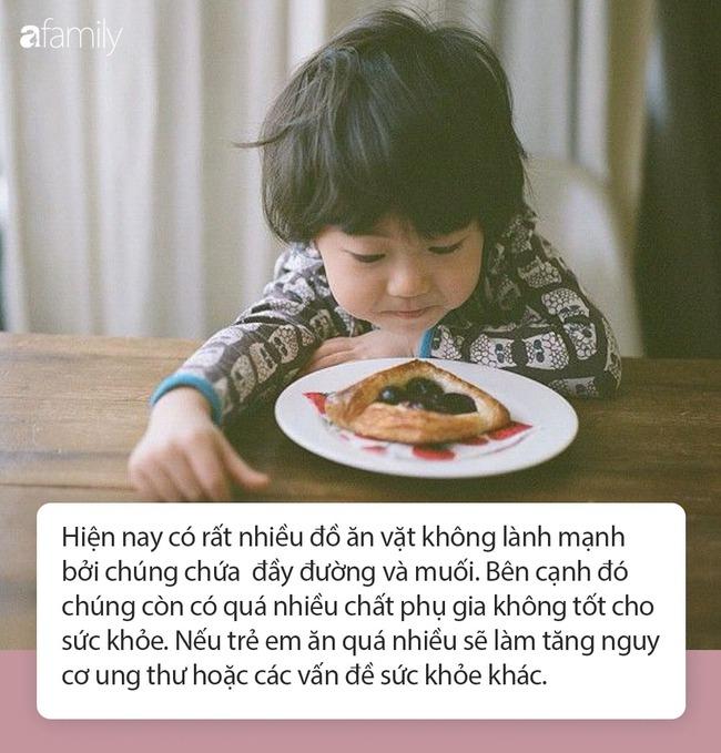 """Cậu bé mới 2 tuổi đã mắc ung thư phổi, cha mẹ khóc ngất khi đã đẩy con vào """"cửa tử"""" vì lối sống sai lầm của người lớn mà nhà nào cũng hay gặp - Ảnh 5."""