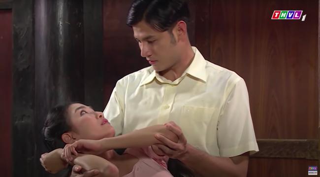 """""""Luật trời"""": Cảnh ngọt cực phẩm đã đến, cậu chủ đẹp trai đỏ mặt ôm cô hầu xinh đẹp Bích (Quỳnh Lam) - Ảnh 4."""