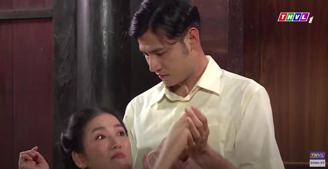 """""""Luật trời"""": Cảnh ngọt cực phẩm đã đến, cậu chủ đẹp trai đỏ mặt ôm cô hầu xinh đẹp Bích (Quỳnh Lam) - Ảnh 5."""