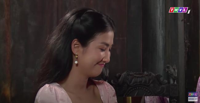 """""""Luật trời"""": Cảnh ngọt cực phẩm đã đến, cậu chủ đẹp trai đỏ mặt ôm cô hầu xinh đẹp Bích (Quỳnh Lam) - Ảnh 8."""