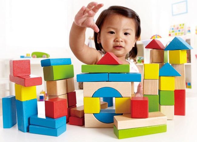 Dù cha mẹ có nghèo cũng đừng cắt giảm sớm 4 thứ này của con, kẻo ảnh hưởng đến sức khỏe và sự phá triển trí não của bé - Ảnh 2.