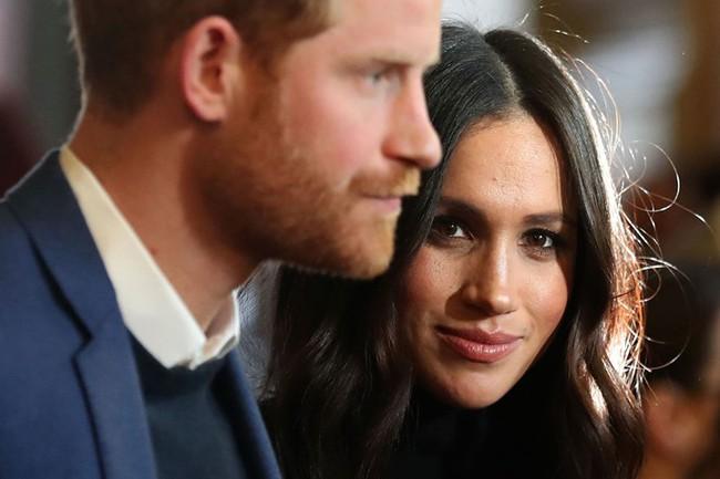 Báo Mỹ: Harry muốn trở về Anh để giúp đỡ gia đình, Meghan Markle ngay lập tức đe dọa sẽ ly hôn - Ảnh 2.