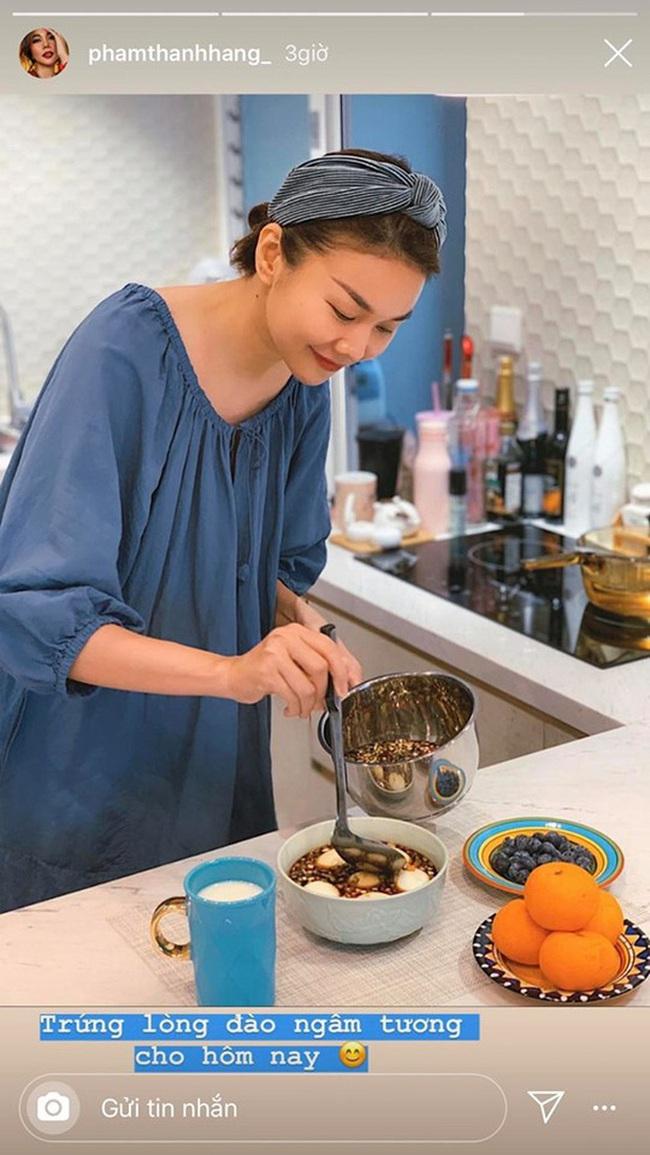 """Tiết kiệm mùa dịch, sao Việt tự làm cơm nhà: """"Chị đại"""" Thanh Hằng hóa ra nữ công gia chánh cực giỏi, Đông Nhi làm bánh cho chồng nhưng lại bị nghi là đồ mua ngoài hàng - Ảnh 4."""