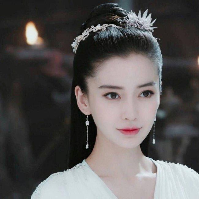 Học vấn diễn xuất của dàn Tiểu Hoa: Dương Mịch - Địch Lệ Nhiệt Ba cao quý, Angelababy - Triệu Lệ Dĩnh mãi bị chê cười - Ảnh 4.