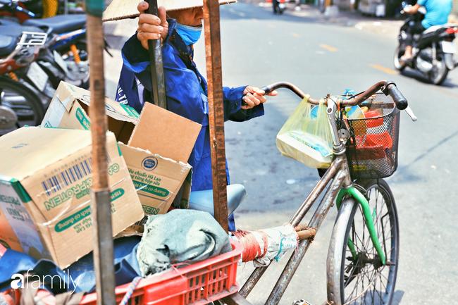"""Khi người Sài Gòn không có gì ngoài tình yêu nên """"chẳng nỡ bỏ mặc lúc bà con cần sự giúp đỡ, ít cơm, gạo, mì giữ dùng lấy thảo"""" trong những ngày đầu cách ly xã hội - Ảnh 16."""