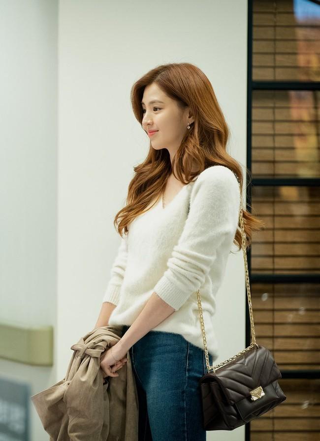 Style trong siêu phẩm bóc phốt ngoại tình đang gây sốt xứ Hàn: Từ nữ chính đến phụ đều mặc đẹp mãn nhãn, không cày phim tiếc lắm ai ơi! - Ảnh 7.