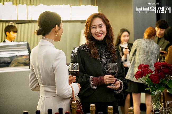 Style trong siêu phẩm bóc phốt ngoại tình đang gây sốt xứ Hàn: Từ nữ chính đến phụ đều mặc đẹp mãn nhãn, không cày phim tiếc lắm ai ơi! - Ảnh 11.