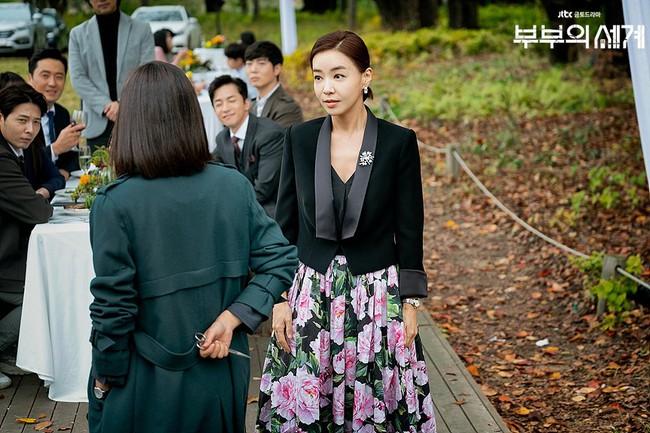 Style trong siêu phẩm bóc phốt ngoại tình đang gây sốt xứ Hàn: Từ nữ chính đến phụ đều mặc đẹp mãn nhãn, không cày phim tiếc lắm ai ơi! - Ảnh 10.