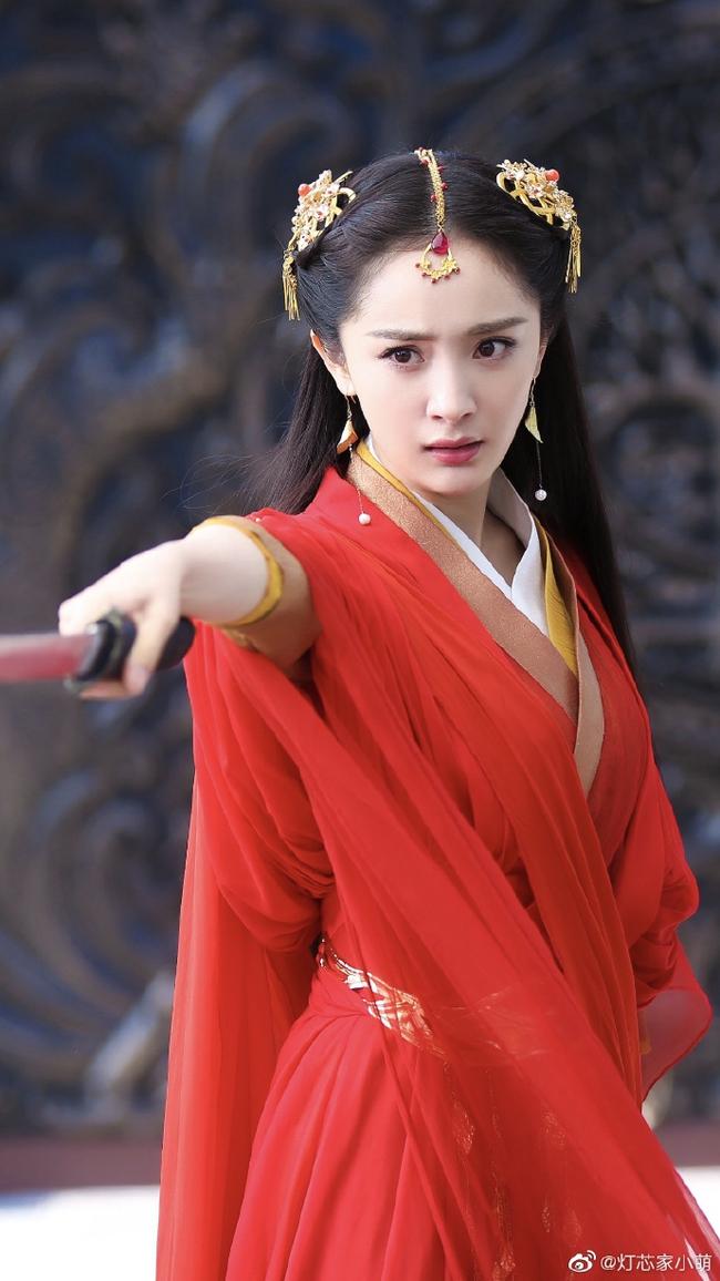 Học vấn diễn xuất của dàn Tiểu Hoa: Dương Mịch - Địch Lệ Nhiệt Ba cao quý, Angelababy - Triệu Lệ Dĩnh mãi bị chê cười - Ảnh 8.