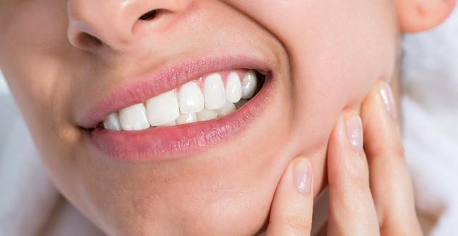 Không đến phòng khám nha khoa thời điểm này, bạn vẫn có thể dễ dàng làm trắng răng theo lời khuyên của chuyên gia - Ảnh 3.